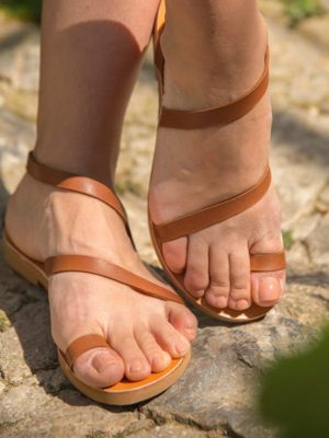 Sarwnida-handmade-sandals-strap-women-ballsai-griechishe-toe-ring-athens-women.jpg
